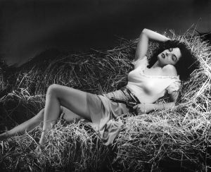 Jane_Russell_in_The_Outlaw